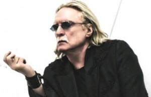 Le-chanteur-de-63-ans-apprecie-toujours-les-parties-de-poker._pics_390