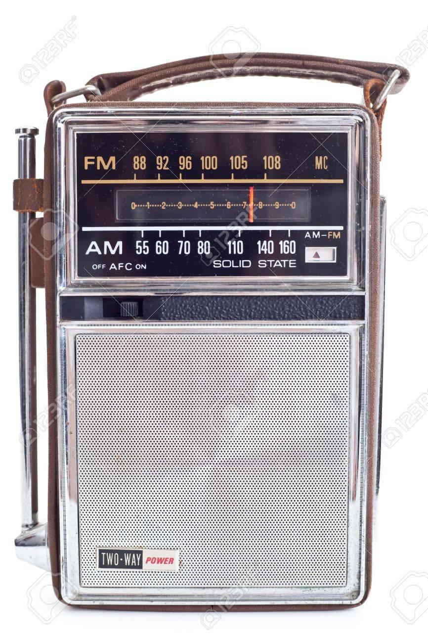 11397182-ancien-poste-radio-portatif-beaucoup-de-chrome-et-de-cuir-isolé-sur-fond-blanc-